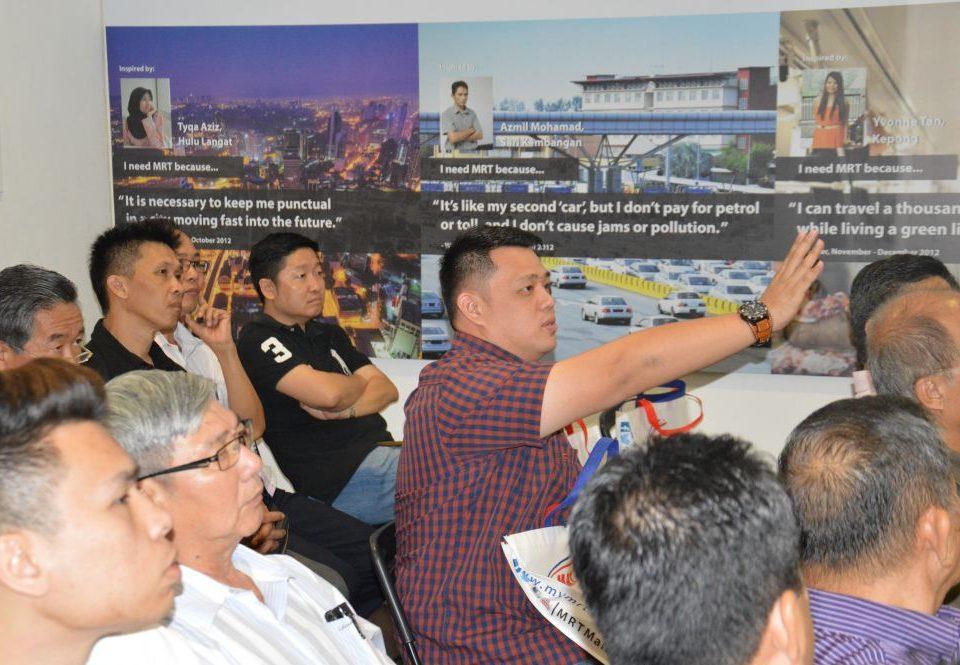 INTERESTED PARTY: One of the members from the Penaja Persatuan Promosi Pelancongan & Kebudayaan Sungai Buloh seeking further clarification about the MRT Project.