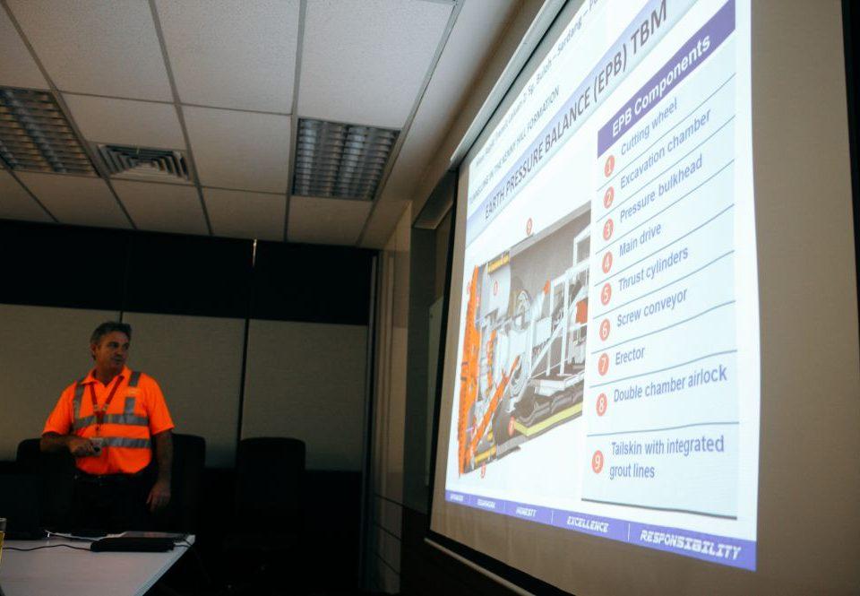 MAKLUMAT MENDALAM: Pengurus Kanan Projek Mass Rapid Transit Corporation, Encik Alex Terry memberikan maklumat tentang Mesin Pengorek Tanah untuk kerja-kerja bawah tanah.