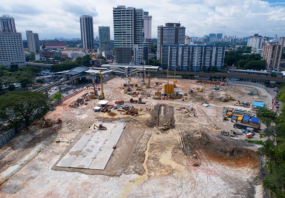 Preparation of guide wall for Diaphragm Wall construction works ongoing at the future Titwangsa MRT Station site.