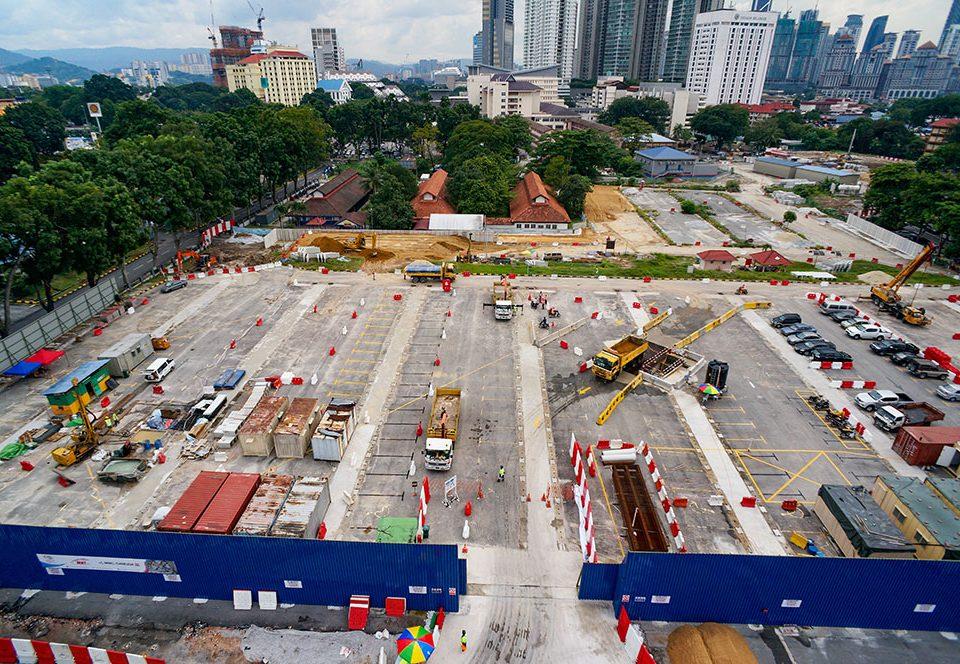 Pandangan menghala ke arah selatan kerja-kerja pemyediaan tapak untuk Kekotak Penyilangan Landasan/Syaf Penyelenggaraan 1 berhampiran Hospital Kuala Lumpur.