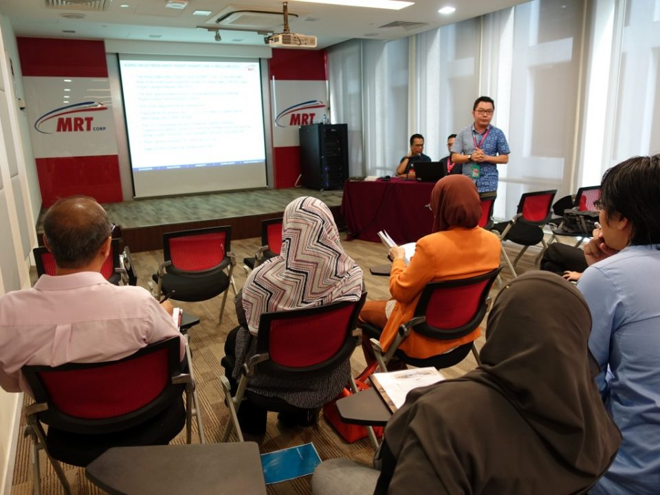 LISTENING INTENTLY: Mass Rapid Transit Corporation Sdn Bhd Strategic Communications and Stakeholder Relations Manager Mr Soh Chun Hwei providing information at the tender briefing for the social impact assessment for the MRT Circle Line.