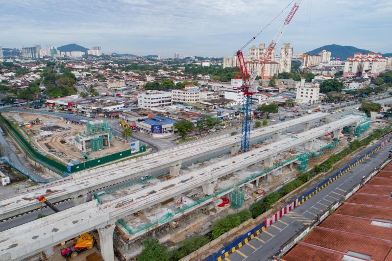 Pembinaan utiliti, tiang, rasuk dan papak di tapak Stesen MRT Kepong Baru.
