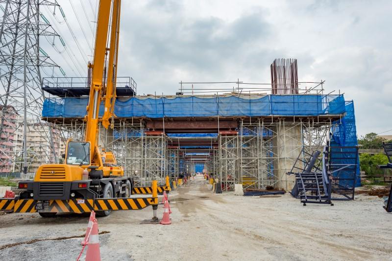 Pembinaan rasuk portal di tapak Stesen MRT Kampung Batu.