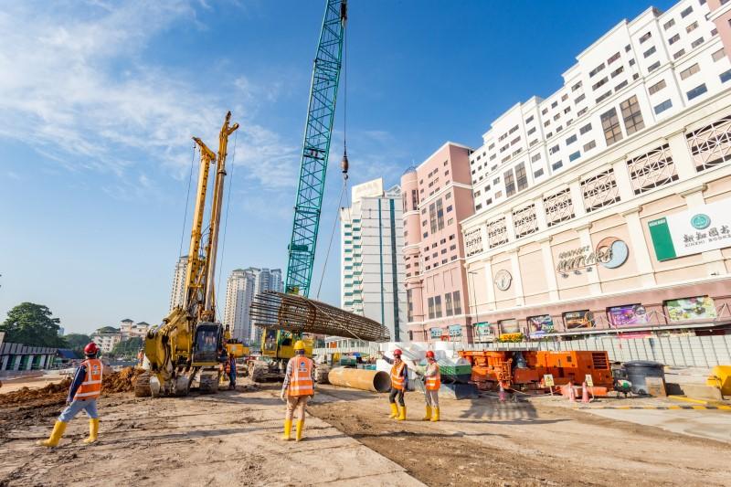 Kerja-kerja cerucuk gerek sekan di tapak Stesen MRT Jalan Ipoh.