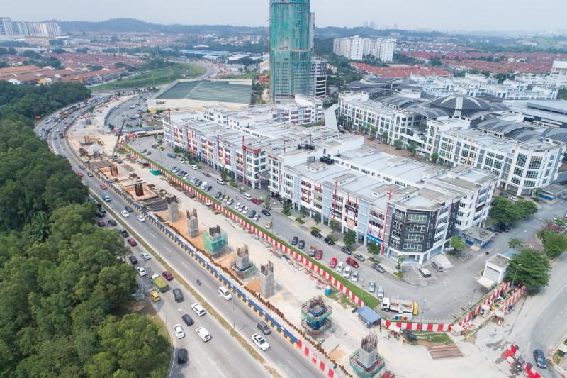 Pandangan udara tiang di tapak Stesen MRT Taman Putra Permai.