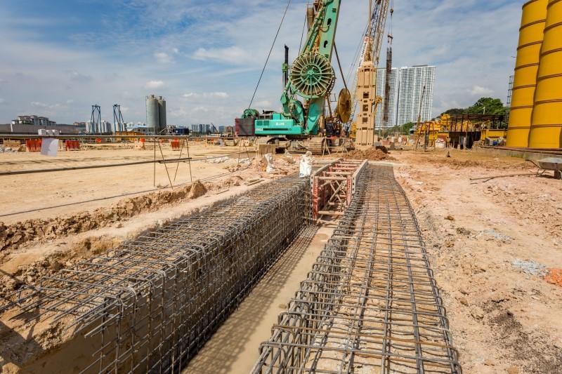 Kerja-kerja dinding asas di tapak Stesen MRT Bandar Malaysia South.
