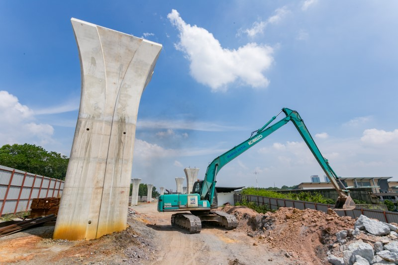 Pembinaan kepala tiang telah disiapkan di tapak Stesen MRT Putrajaya Sentral.