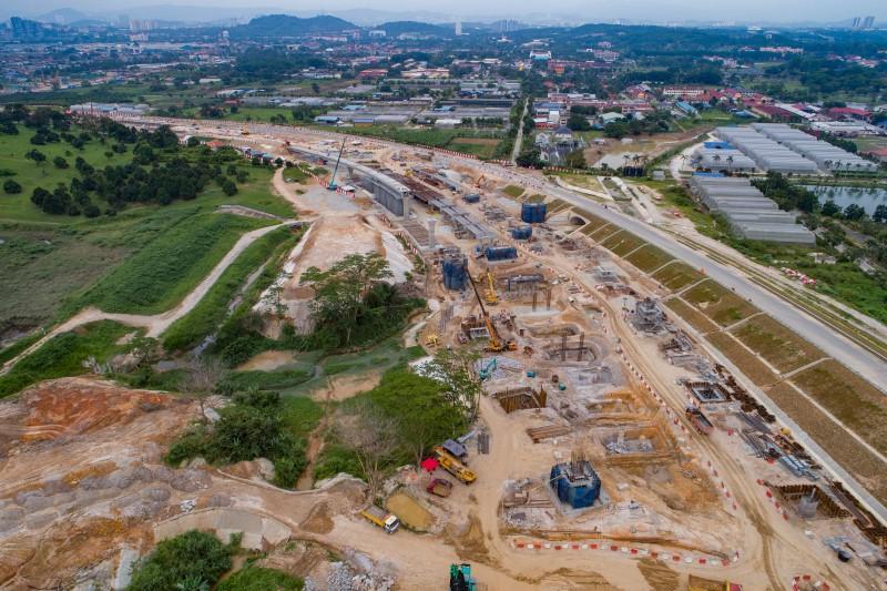 Pandangan udara pembinaan tukup cerucuk dan tiang berdekatan dengan Depoh Serdang.