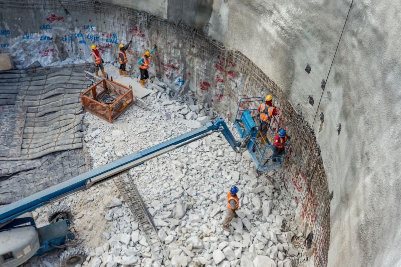 Kerja-kerja berterusan pengukuhan konkrit bar di tapak Syaf Penyelenggaraan 3.