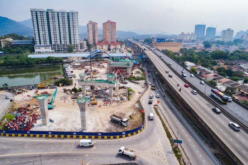 Pandangan udara kerja tukup cerucuk yang sudah siap. Pembinaan yang sedang dijalankan adalah tiang, kepala sesilang stesen dan persiapan untuk kerja-kerja asas jalan raya untuk lencongan jalan tetap di tapak Stesen MRT Kepong Sentral.