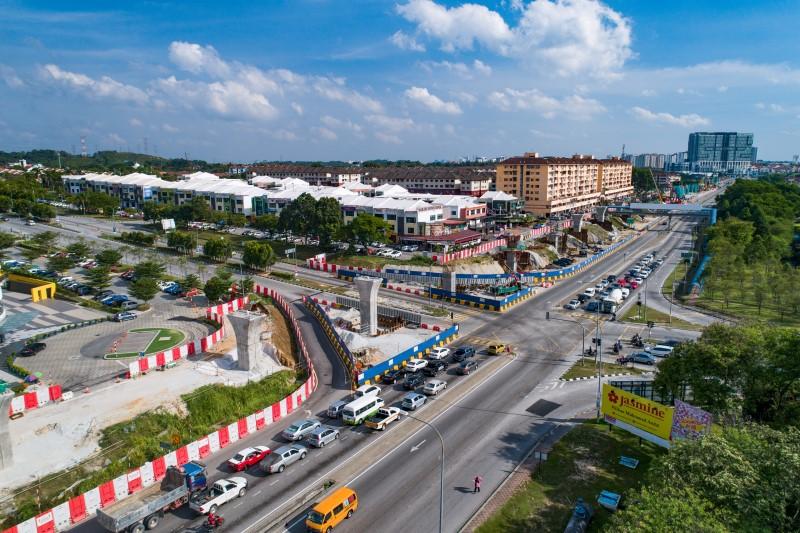 Pandangan udara pembinaan kepala tiang di Jalan Putra Permai.
