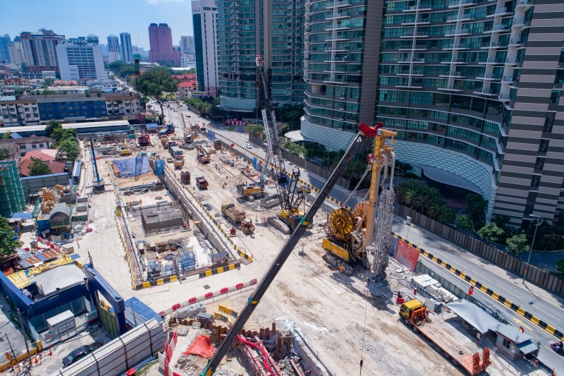 Pandangan udara pembinaan berterusan di tapak Stesen MRT Kampung Baru North.
