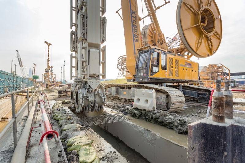Kerja-kerja penggalian tembok diafragma di tapak Stesen MRT Bandar Malaysia South.