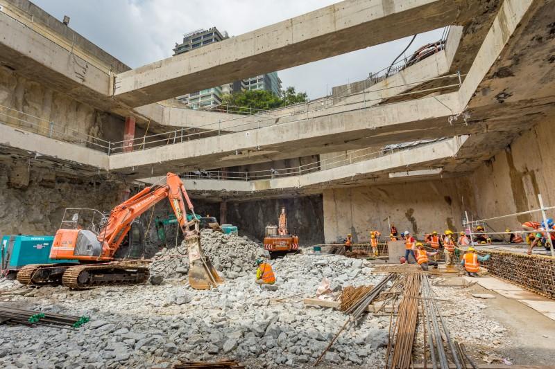 Kerja-kerja rebar untuk aras papak ruang legar di Stesen MRT Titiwangsa.