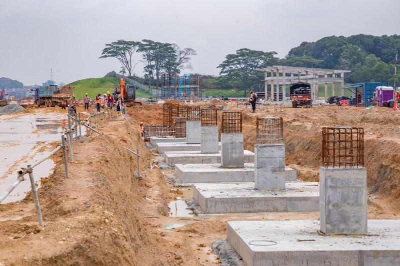 Pembinaan bangssal penyelenggaraan infrastruktur dan tiang tunggul bangsal lokomotif di Depoh Serdang.