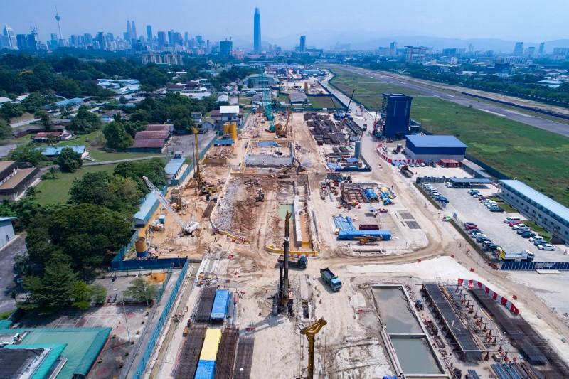 Pandangan udara kerja-kerja penggalian di tapak Stesen MRT Bandar Malaysia South.