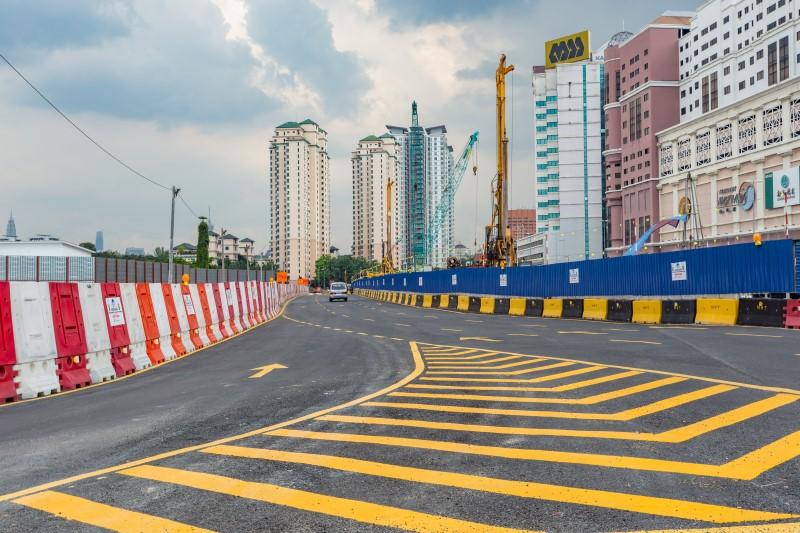 Lencongan jalan raya di Jalan Ipoh (arah KL) bertentangan Kompleks Mutiara.