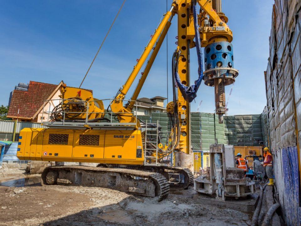 Kerja-kerja persiapan untuk kerja-kerja konkrit di tapak Syaf Kecemasan 2.