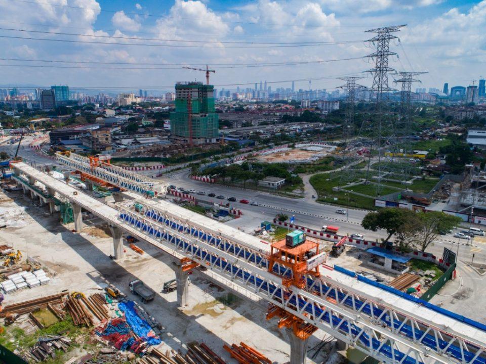Kerja-kerja pelancar galang kekotak bersegmen dan juga kerja-kerja berterusan pembinaan papak dan tiang untuk aras ruang legar Stesen MRT Jinjang.