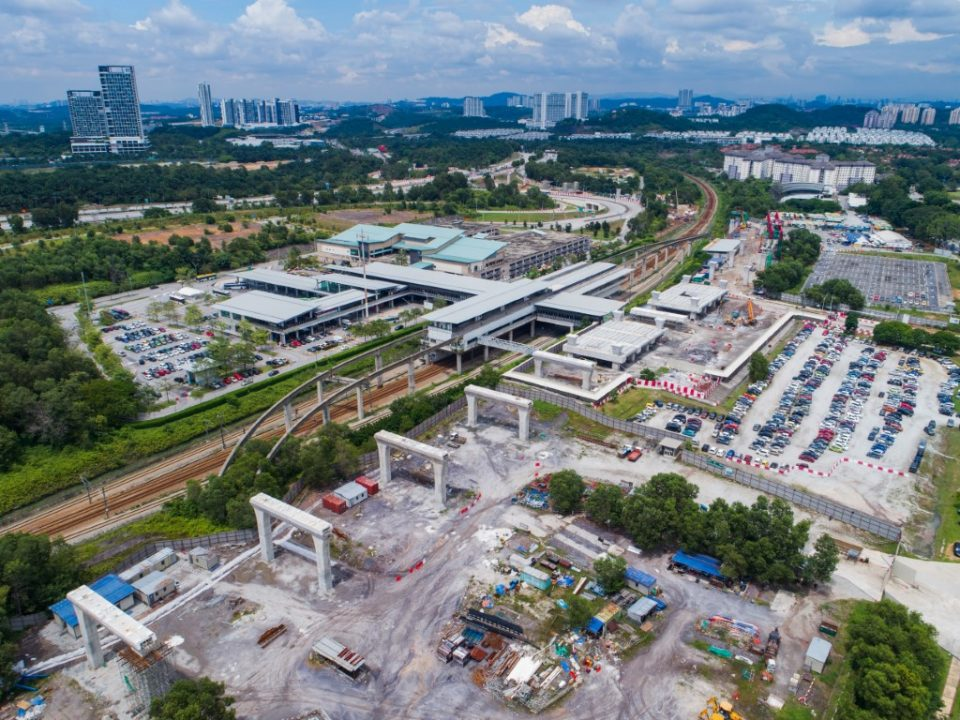 Pandangan udara tapak Stesen MRT Putrajaya Sentral.