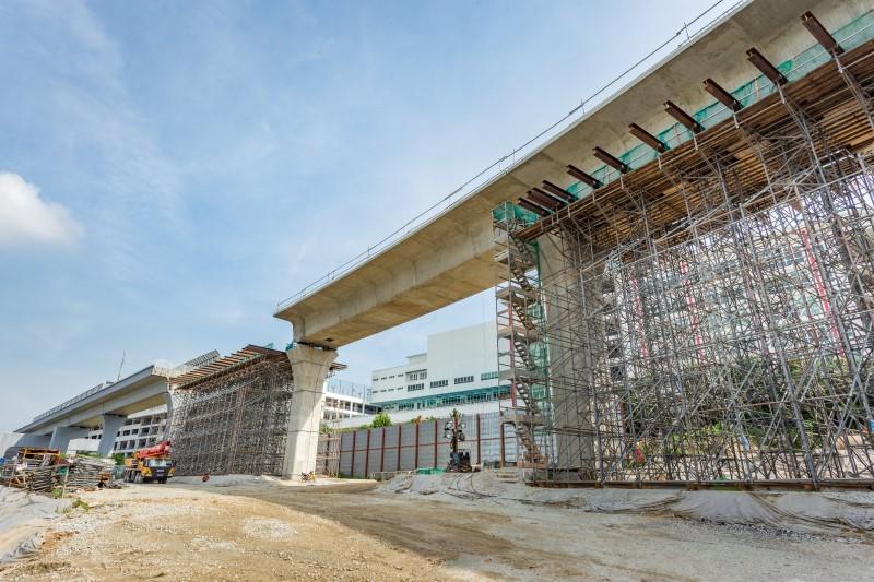Pembinaan sokongan sementara untuk sistem trestle bagi galang kekotak bersegmen berdekatan dengan Sekolah Antarabangsa IGB