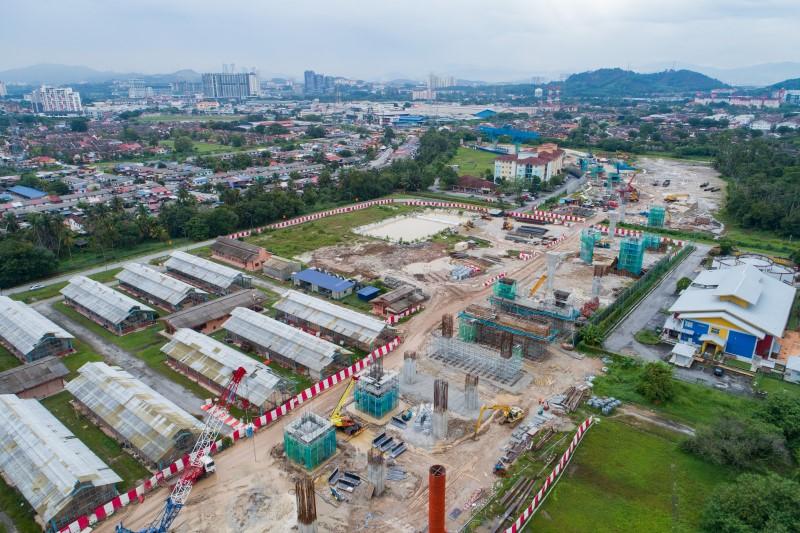 Pandangan udara untuk pembinaan portal stesen di tapak Stesen MRT UPM