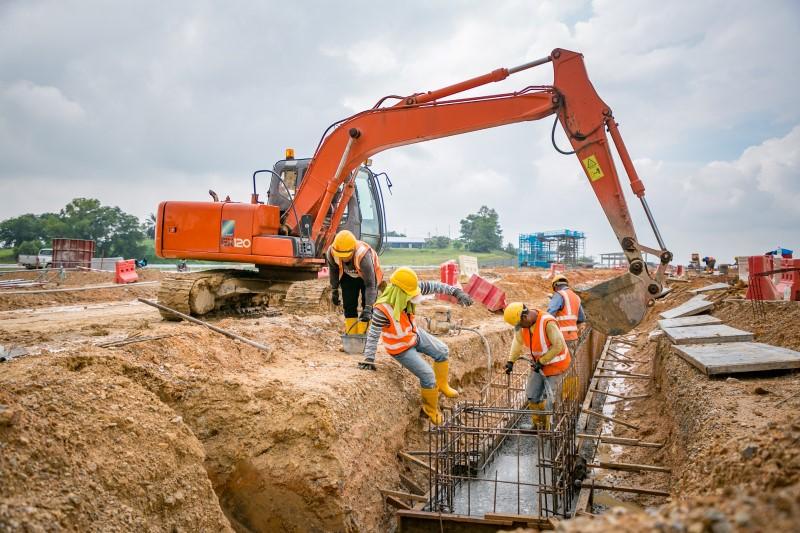 Pembinaan sub-ballast di tapak Depoh Serdang
