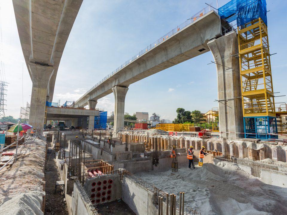 Pembinaan peparit sedang dijalankan untuk Pencawang Kuasa Tarikan di tapak Stesen MRT Kampung Batu.