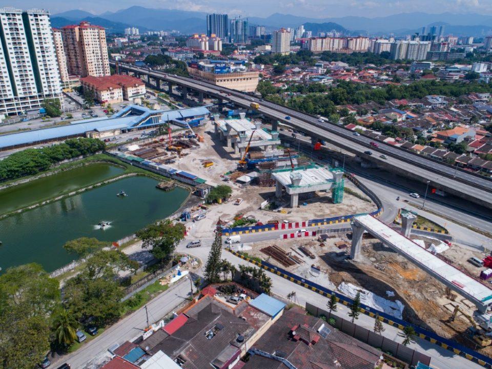Pandangan keseluruhan pembinaan stesen dan pelancaran Galang Kekotak Bersegmen di tapak Stesen MRT Kepong Sentral.