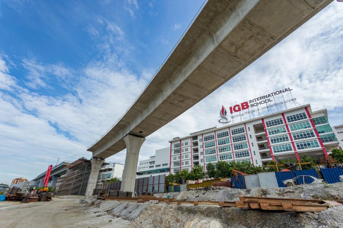 Persediaan pembinaan Galang Kekotak Bersegmen untuk pengantaramukaan antara Laluan Sungai Buloh-Kajang dan Laluan Sungai Buloh-Serdang-Putrajaya berhampiran Sekolah Antarabangsa IGB.