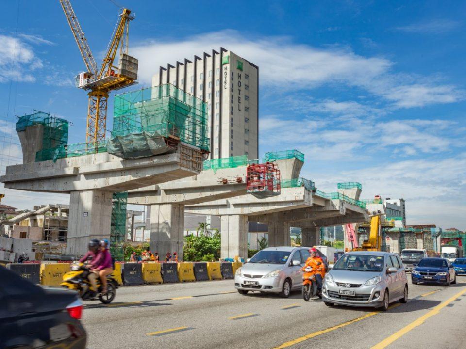 Pembinaan kepala tiang sedang berlaku di tapak Stesen MRT Sri Damansara Barat.
