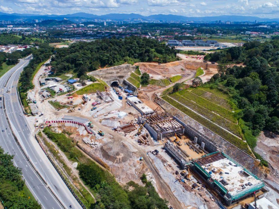 Pandangan udara tapak Stesen MRT Taman Universiti.