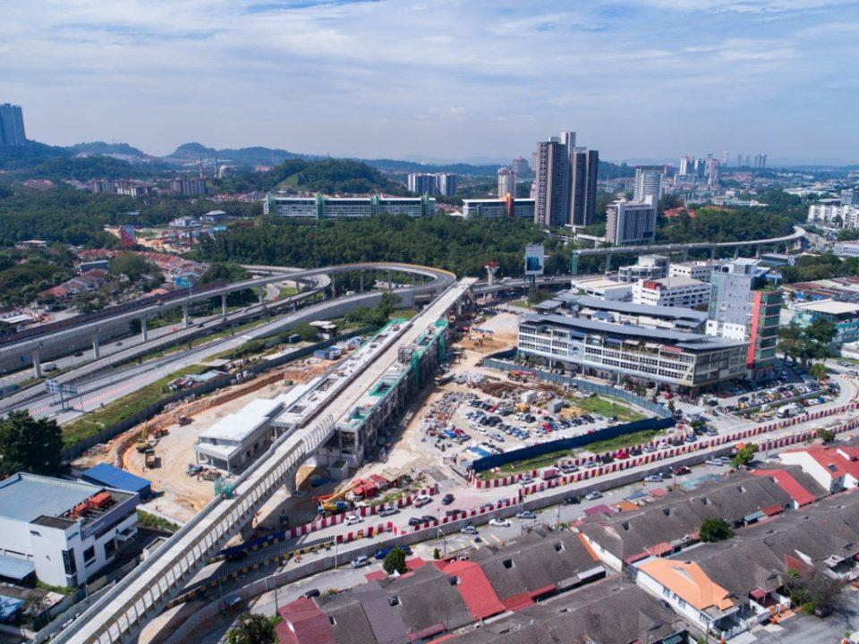 Pandangan udara tapak pembinaan Stesen MRT Sri Damansara Timur.