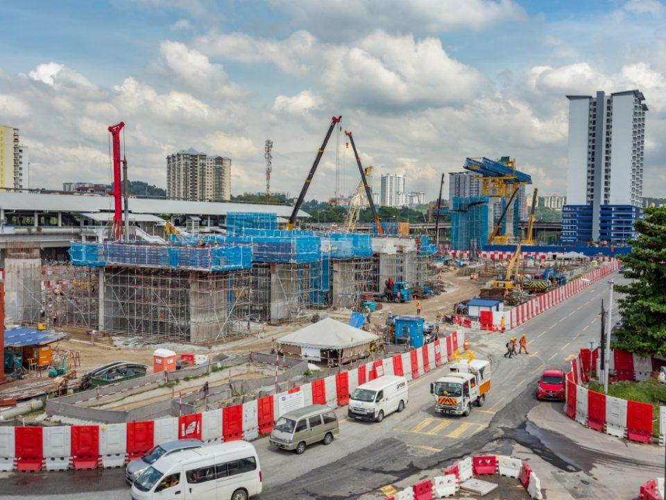 Pelancaran Galang Kekotak Bersegmen dan rasuk berbentuk T serta kerja-kerja pembinaan dinding ricih dan tiang di tapak Stesen MRT Sungai Besi.