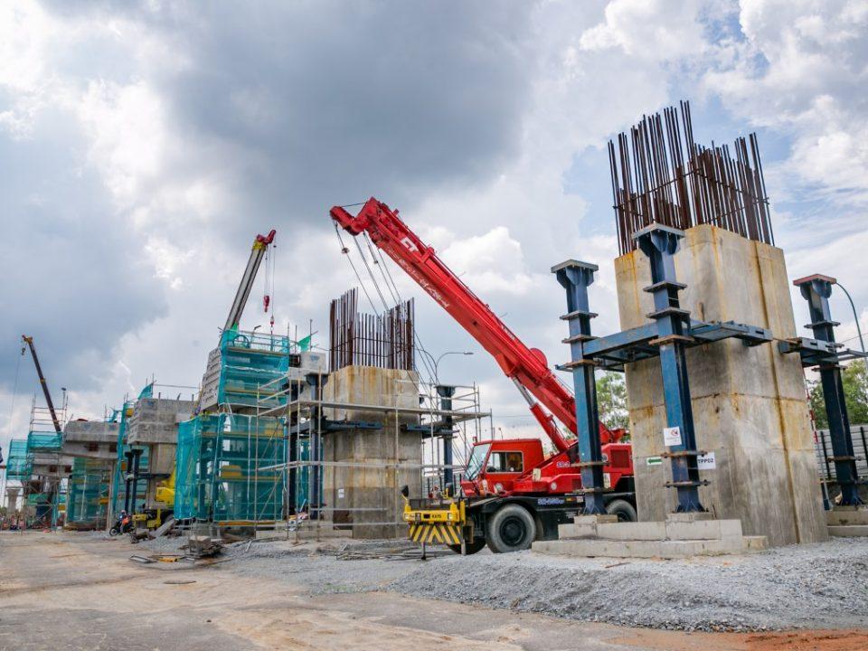 Pembinaan tiang dan kepala tiang sedang dijalankan di tapak Stesen MRT Taman Putra Permai.