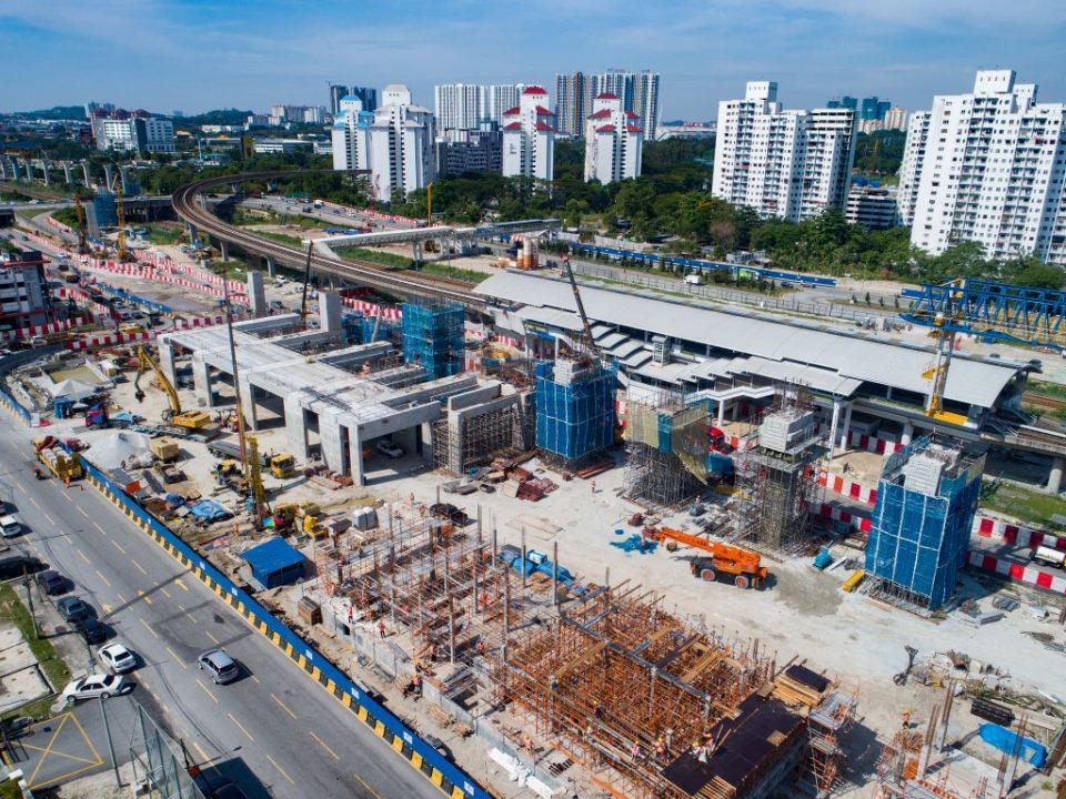 Kerja-kerja pembinaan berterusan bagi tukup cerucuk, tiang, kepala tiang, cerucuk gerek dan pelancaran galang kekotak bersegmen dan rasuk berbentuk T untuk Stesen MRT Sungai Besi.