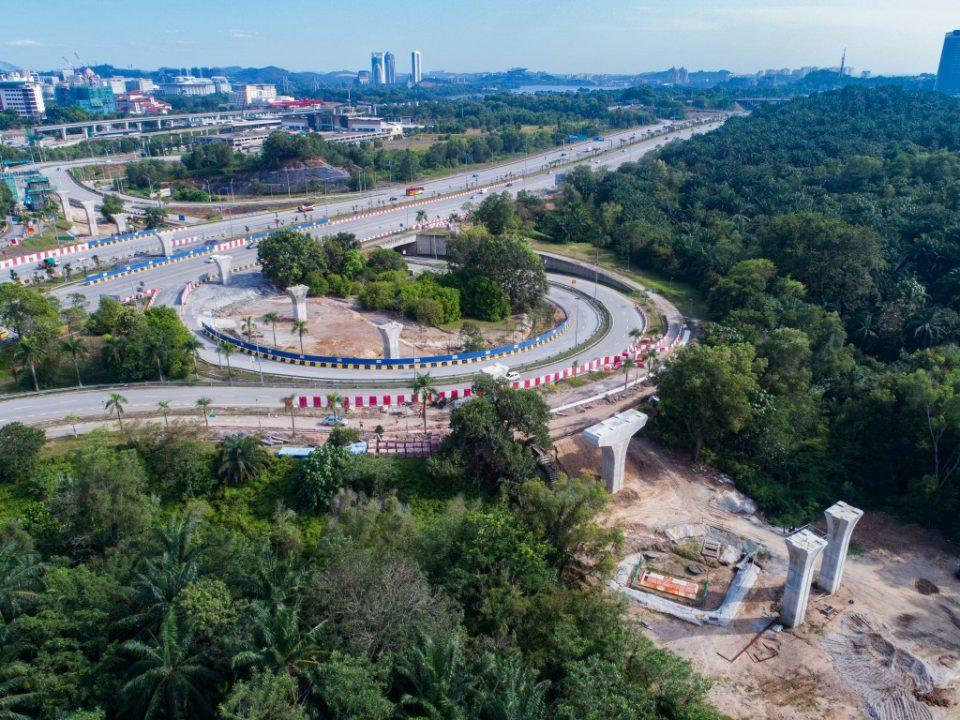 Pandangan udara kepala tiang yang telah siap di persilangan Lebuhraya Putrajaya-Cyberjaya.