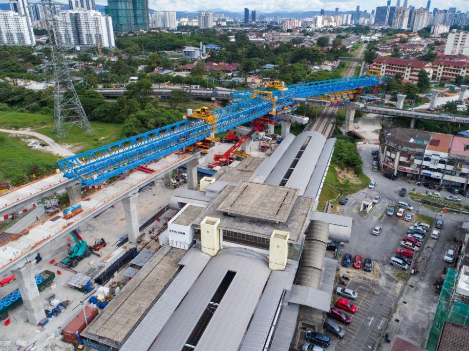 Pandangan kerja-kerja untuk pelancaran galang kekotak bersegmen serta pembinaan struktur stesen di tapak Stesen MRT Kampung Batu.
