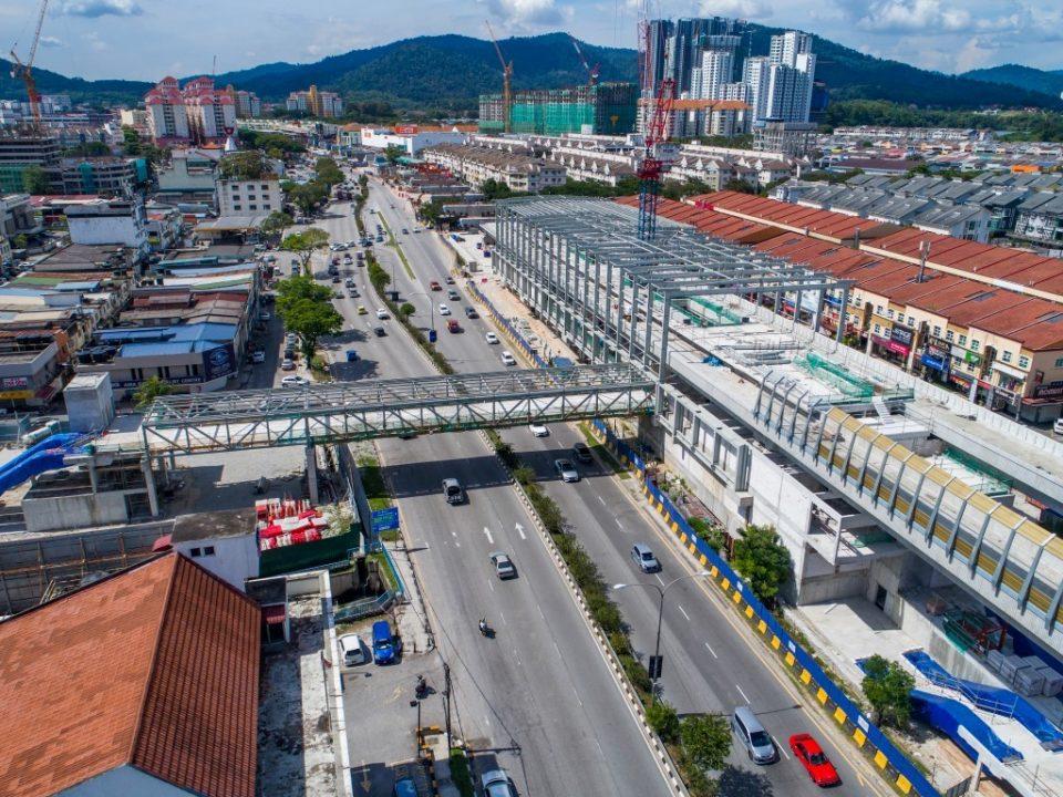 Penyiapan pemasangan struktur besi untuk bumbung dan juga pembinaan kekotak stesen bagi aras platform sedang dijalankan di tapak Stesen MRT Kepong Baru.