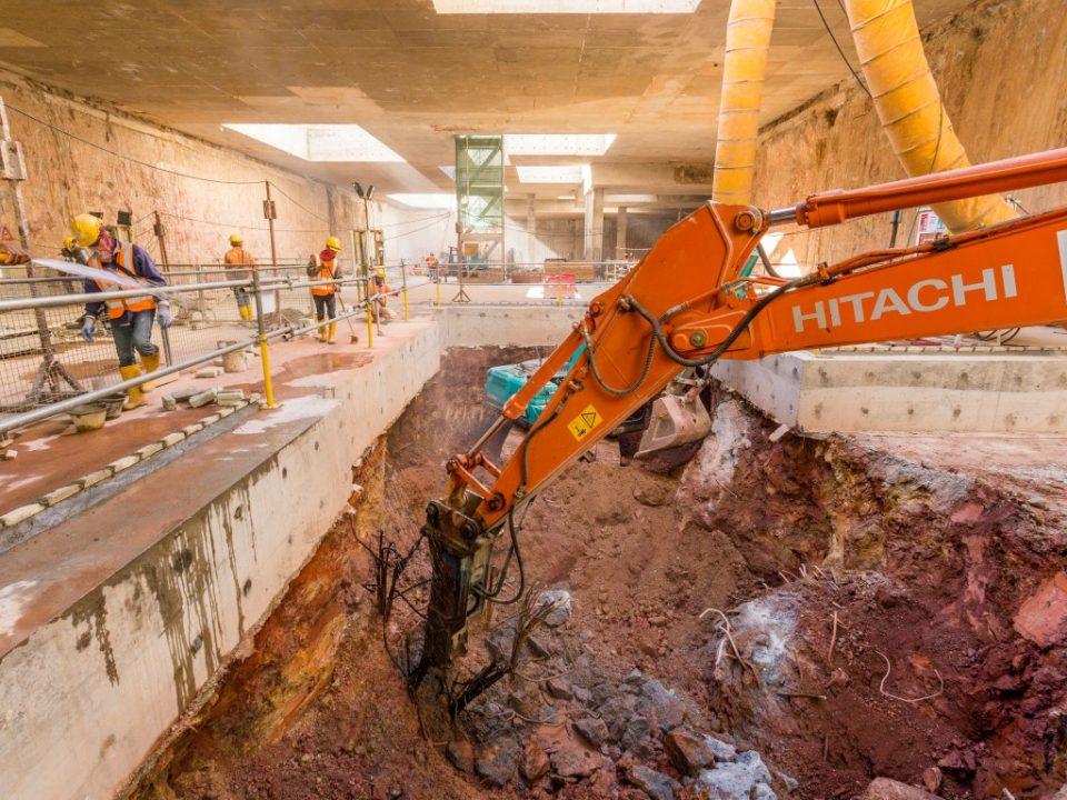 Kerja-kerja penggalian bawah tanah sedang dijalankan di tapak Stesen MRT Ampang Park.