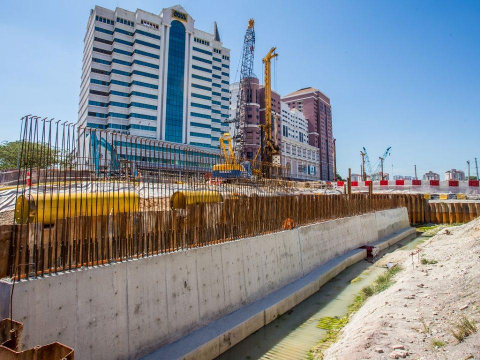Kerja-kerja cerucuk gerek sekan untuk dinding penahan diteruskan di tapak Stesen MRT Jalan Ipoh.