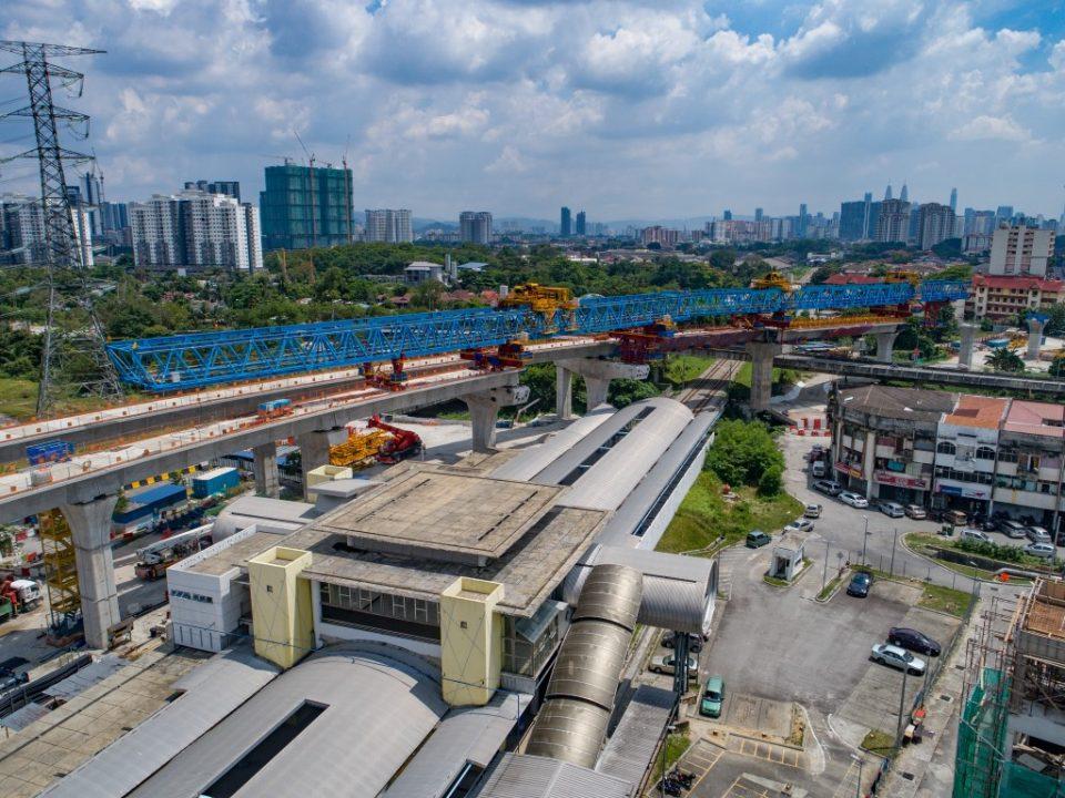 Pembinaan aras ruang legar sedang dijalankan di tapak Stesen MRT Kampung Batu.