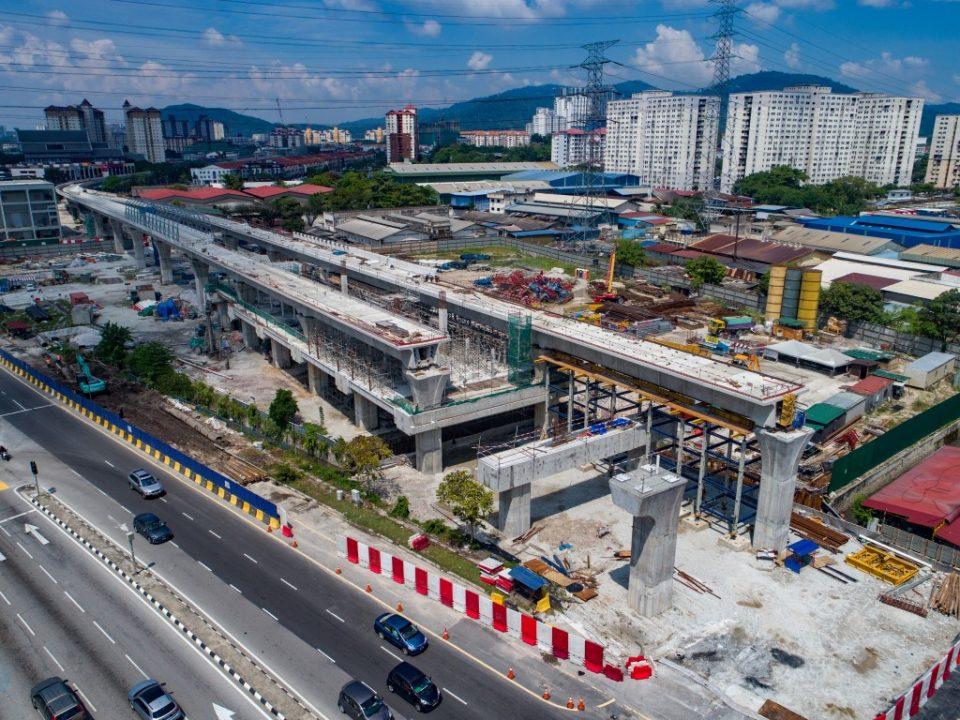 Pandangan pembinaan pelancar galang kekotak bersegmen menggunakan kaedah trestle yang telah siap di tapak Stesen MRT Jinjang.