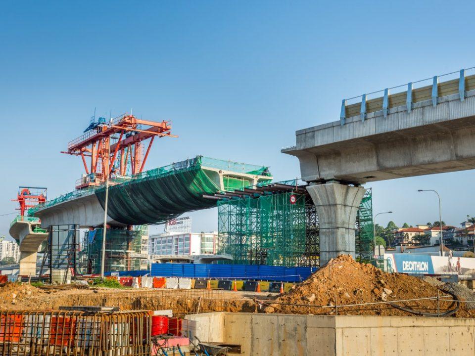 Pembinaan segmen pratuang sedang berjalan berhampiran Sekolah Antarabangsa IGB.