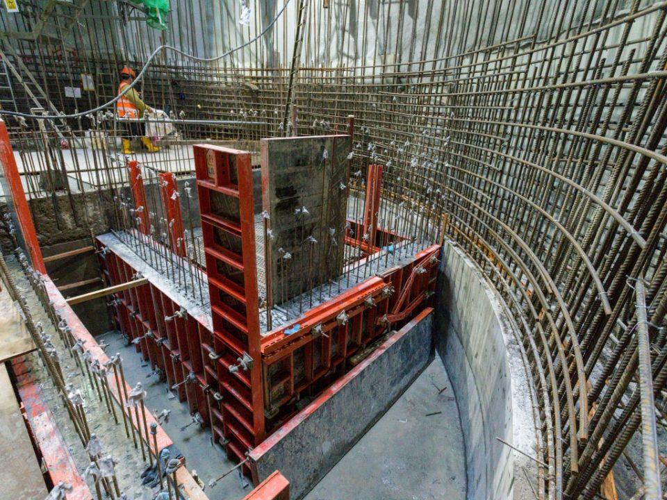 Pandangan pembinaan dinding dalaman sedang berjalan di tapak Syaf Kecemasan 3.