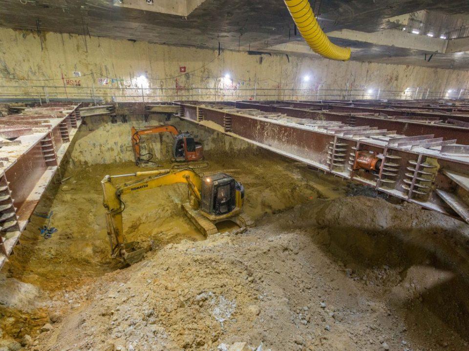 Kerja-kerja penggalian berskala besar sedang berjalan tapak Stesen MRT Sentul Barat.