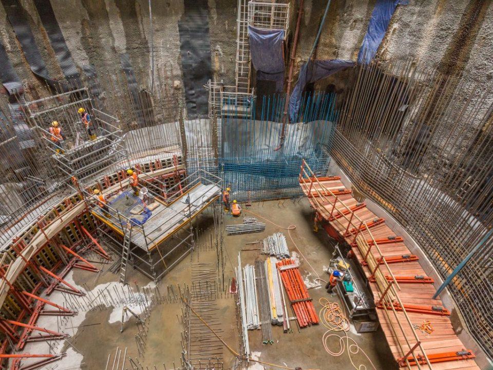Pandangan pembinaan dinding luaran yang telah siap di tapak Syaf Penyelenggaraan 2.