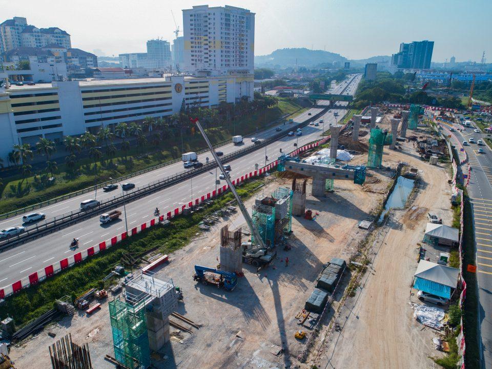 Pandangan kepala sesilang stesen sedang dibina di tapak Stesen MRT Serdang Raya Selatan.