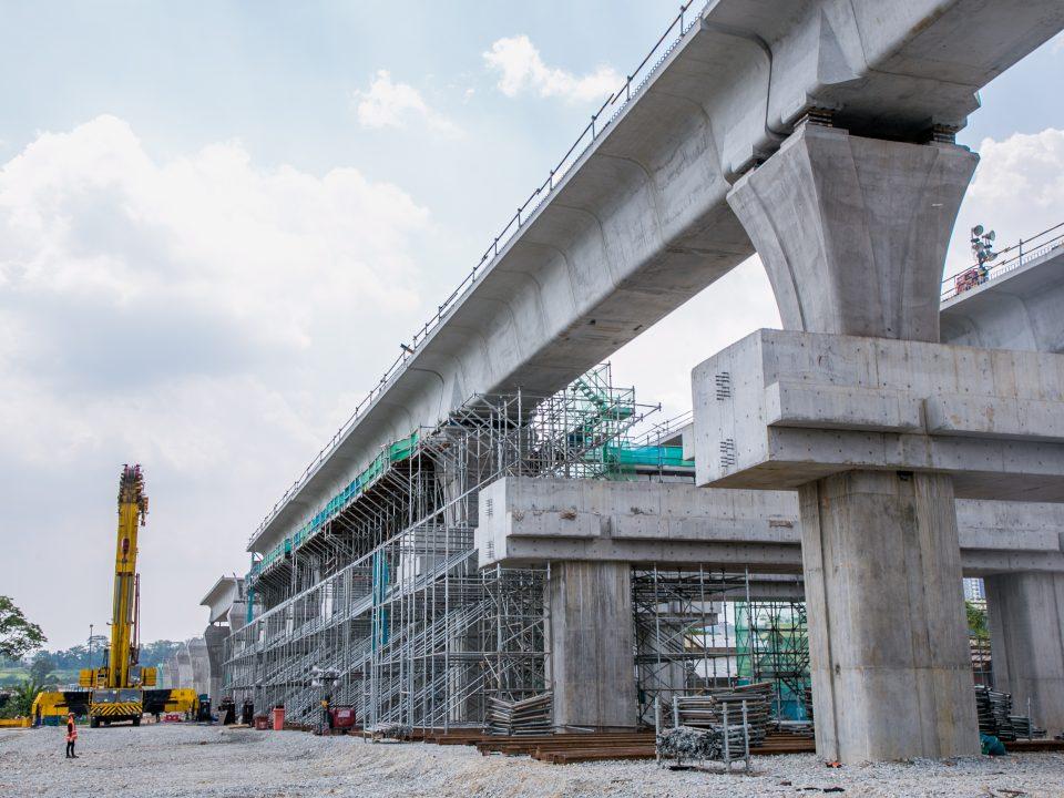 Persediaan untuk permulaan struktur Stesen MRT UPM.