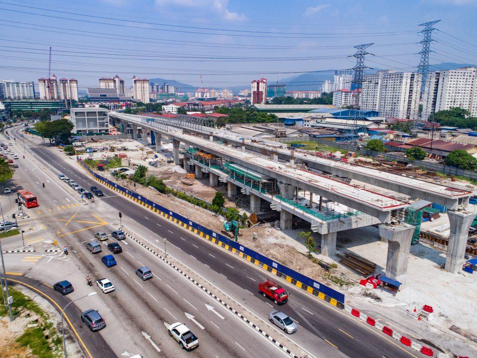 Pandangan pembinaan tiang bagi aras ruang legar Stesen MRT Jinjang sedang berjalan.